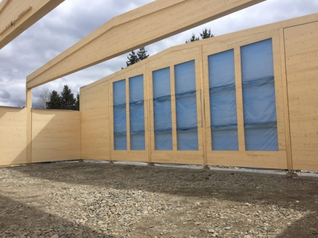 I produksjonsrommet settes det inn store vindu for lys og utsikt